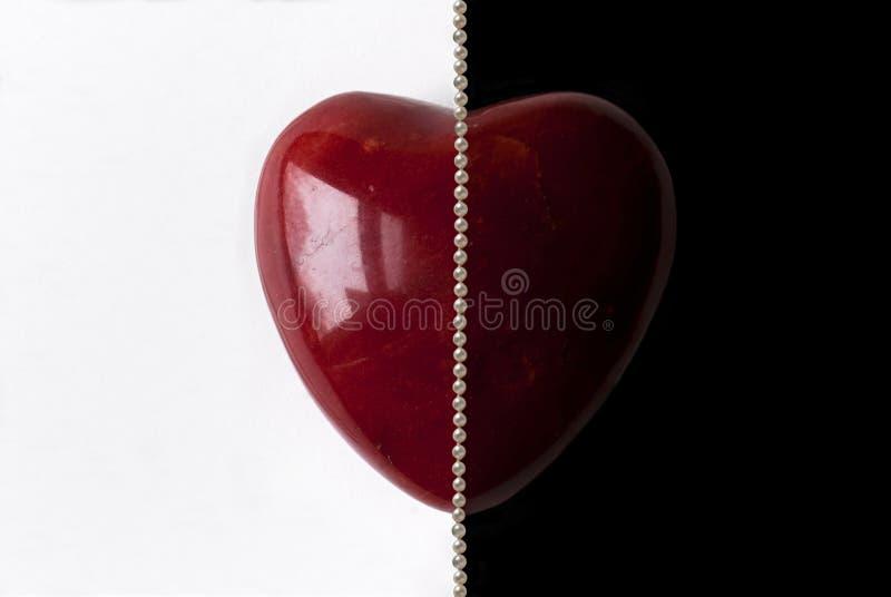 Två sidor av förälskelse, marmorhjärta arkivbild