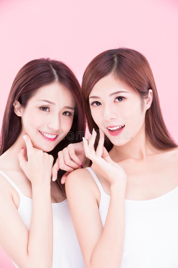 Två skönhetskincarekvinnor arkivfoton