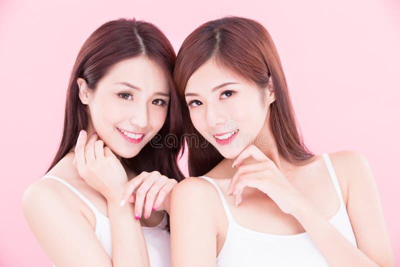 Två skönhetskincarekvinnor arkivbilder