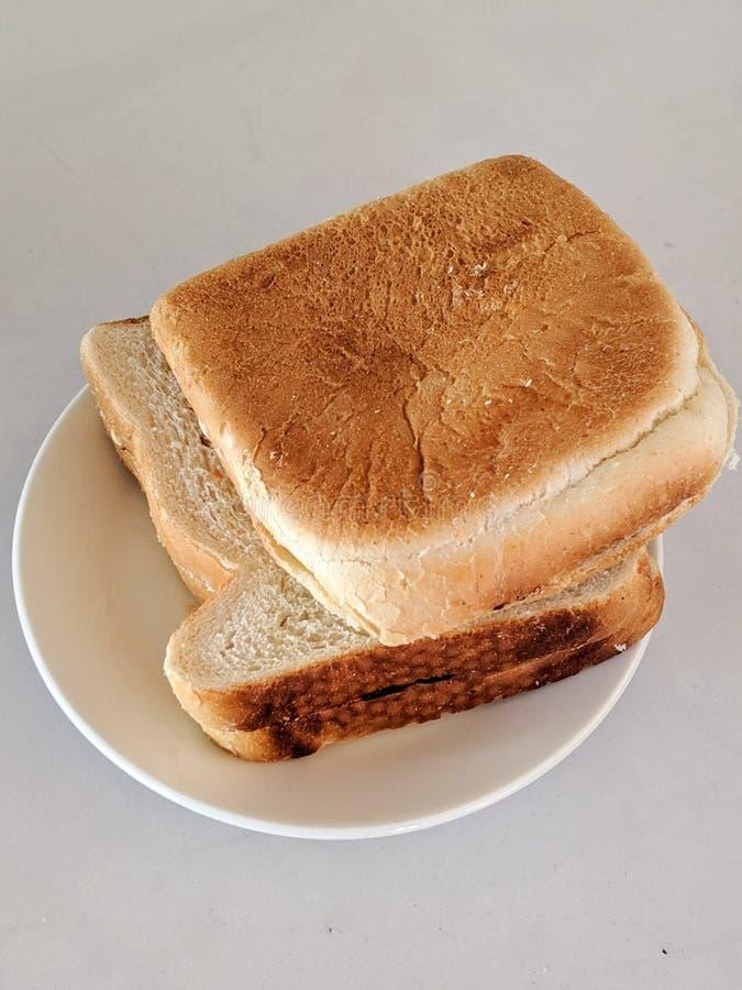 Två smörgåsar på vit plåt royaltyfria foton