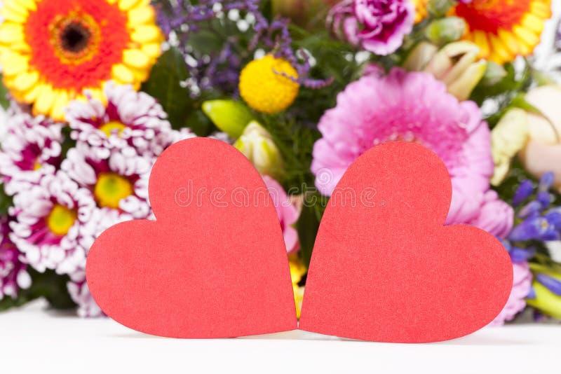 Två stora röda hjärtor royaltyfri fotografi