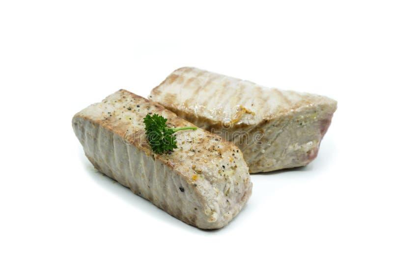 Två stycken av stekt tonfisk som isoleras på vit bakgrund royaltyfria foton