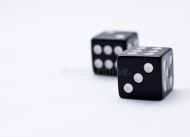 Två svart tärning arkivfoton