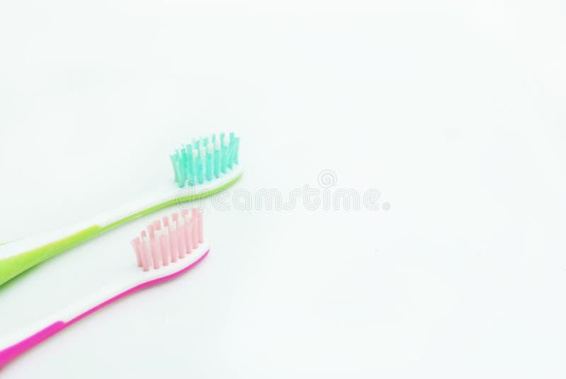 Två tandborstar för barn som isoleras på vit med kopieringsutrymme royaltyfria bilder