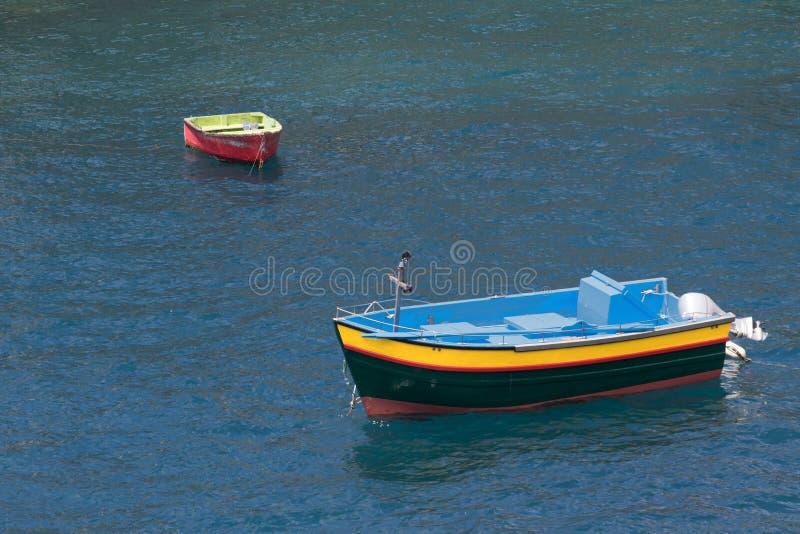 Två träfartyg i Atlantic Ocean, Camara de Lobos vilagemadeira royaltyfri bild