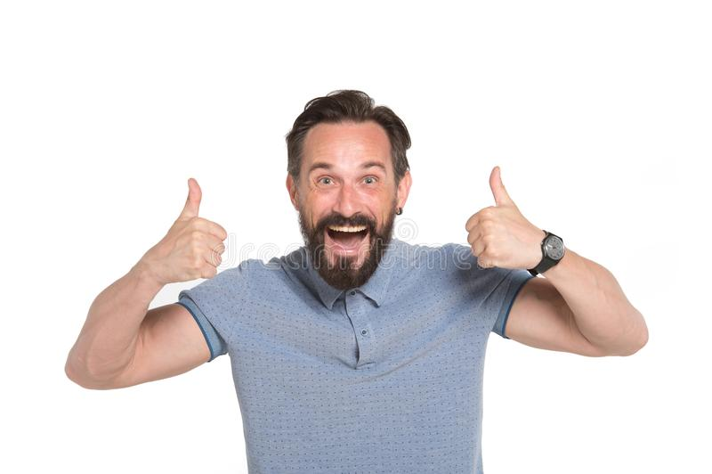 Två tummar upp vid båda händer Emotionell man med två tummar som isoleras upp på vit bakgrund Lycklig framsidasinnesrörelse för u arkivbild