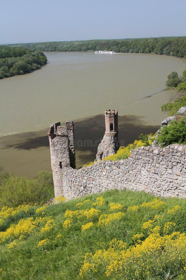 Två tunna bastioner av Devin rockerar i Slovakien, medeltida fästning royaltyfria foton