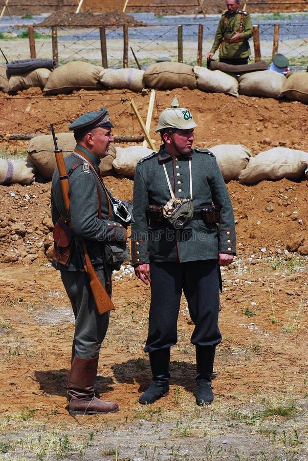 Två tyska soldater-reenactors royaltyfri bild