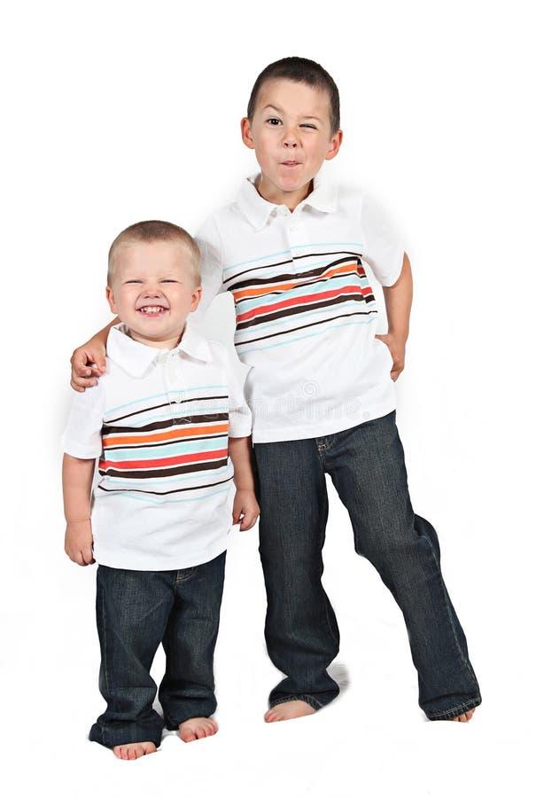 Två unga bröder royaltyfria bilder