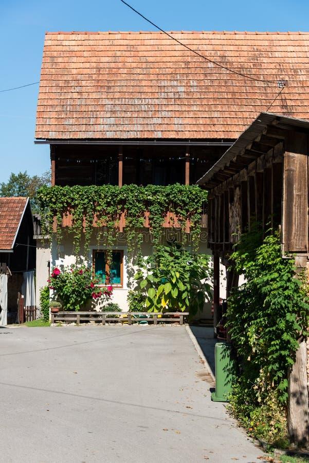 Två veckor i Kroatien - Rastoke arkivfoton