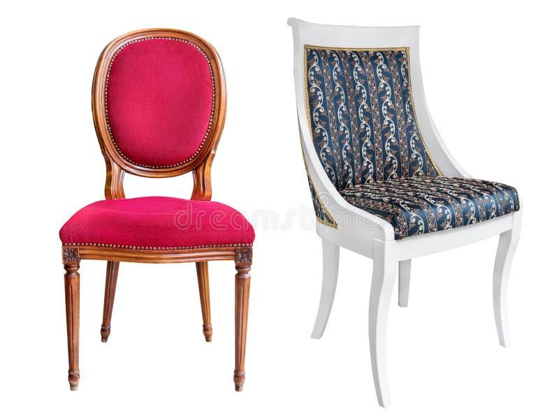 Två vita trästolar för tappning med blå och röd stoppning fotografering för bildbyråer
