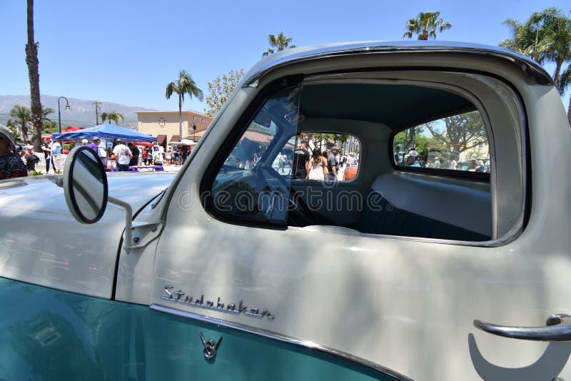Tvåfärgade Studebaker 1959 väljer upp lastbil, 3 fotografering för bildbyråer
