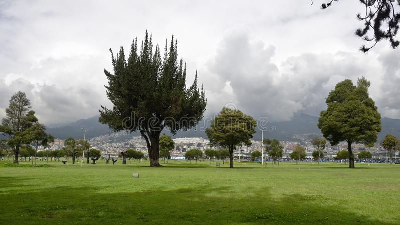Tvåhundraårsdagen parkerar av Quito royaltyfria bilder