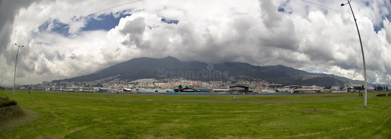 Tvåhundraårsdagen parkerar av Quito royaltyfria foton
