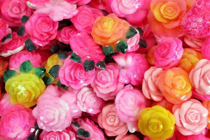 Tvål i formen av en ros med den traditionella bulgariska rosa oljan Bulgarisk rosa oljabakgrundstextur aromatherapy brunnsort arkivfoton