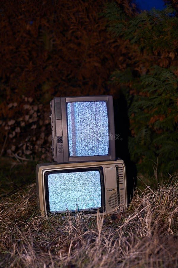 TV żadny sygnał w trawie zdjęcia stock