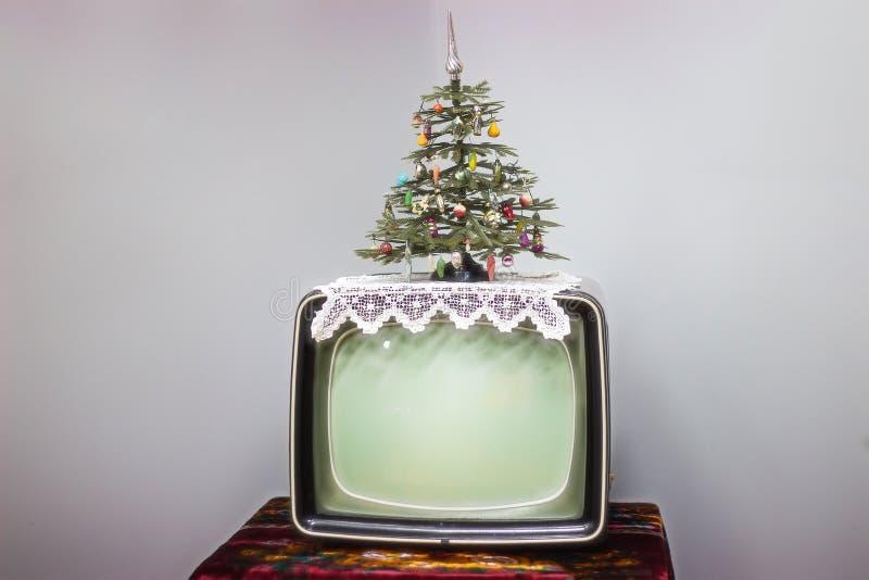 TV, χριστουγεννιάτικο δέντρο στοκ εικόνες