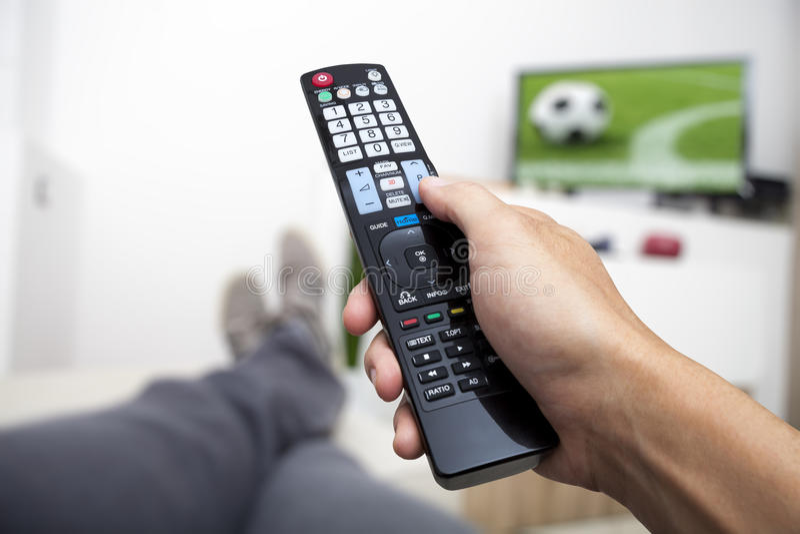 TV de observation Disponible à télécommande Football photo stock