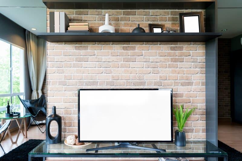 TV en plank in woonkamer Eigentijdse stijl Meubilair in bruin met decoratief thuis stock foto's
