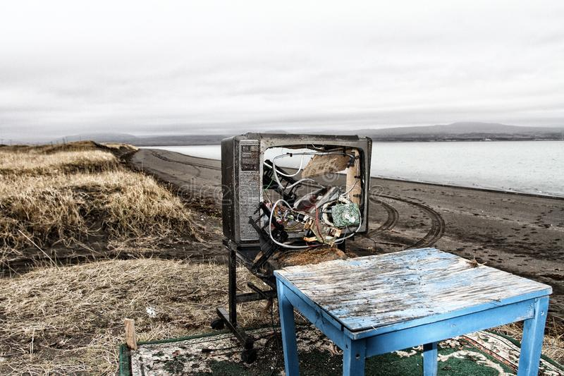 TV et fauteuil avec le paysage photographie stock