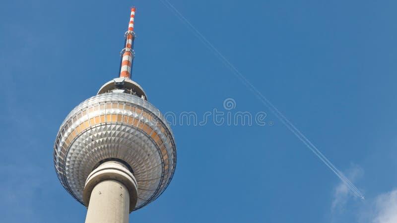 tv för berlin berliner fernsehturmgermany torn arkivfoto