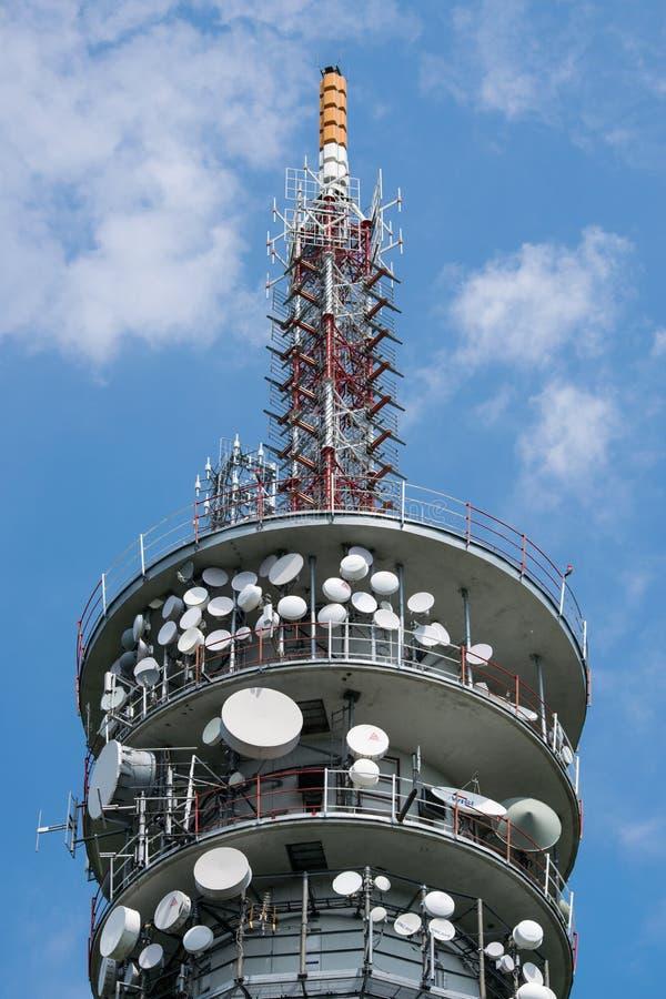 TV i Radiowy nadawczy nadajnik na zewnątrz dużego obrazy stock