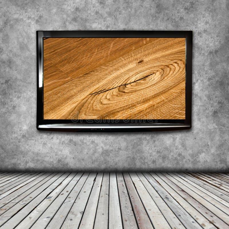 TV 4K på den isolerade väggen royaltyfria foton