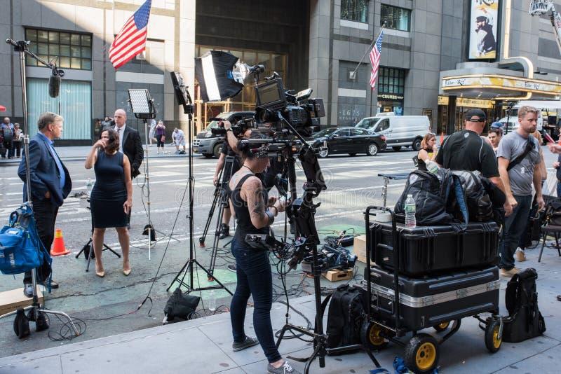 TV-nyheterbesättning i Manhattan, NYC royaltyfri fotografi