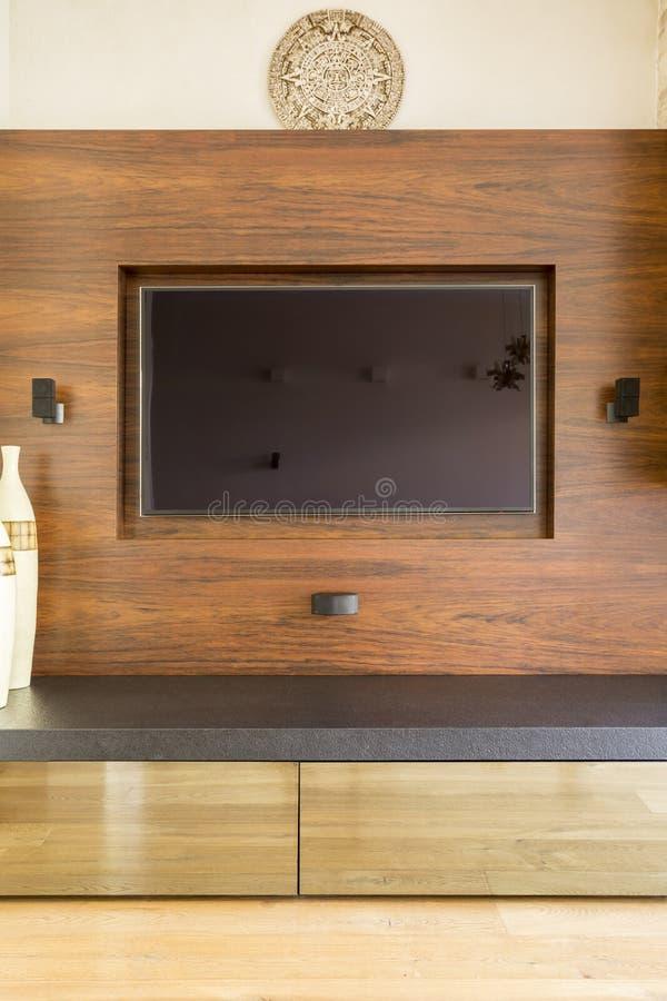 TV op muur met mayan kalender boven het stock foto