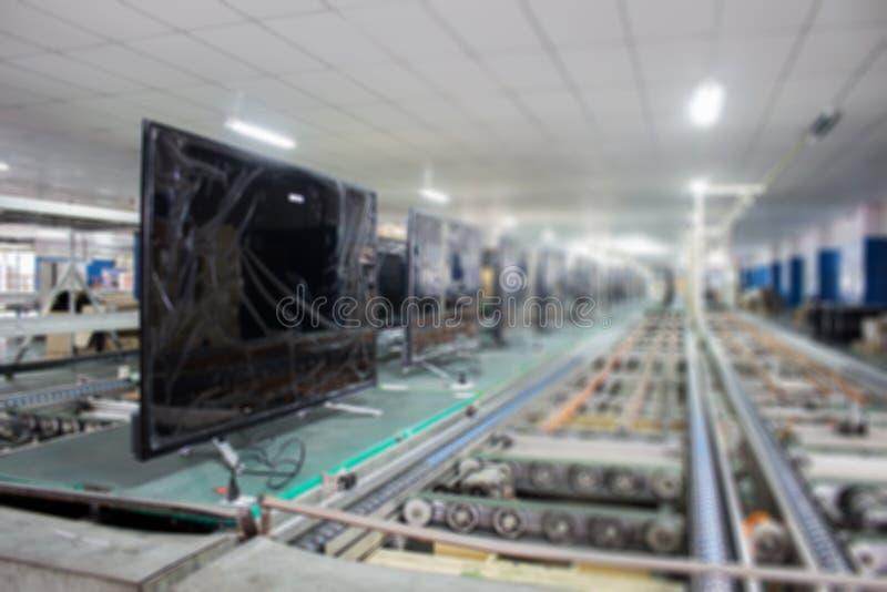 TV på transportbandet i en fabrik arkivfoto