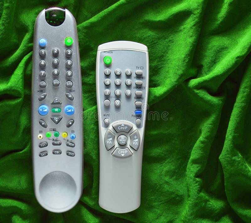 TV piloci do tv na zielonym jedwabniczym tle obraz stock