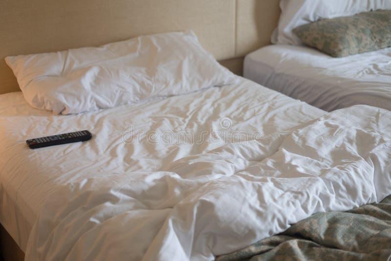 TV pilot do tv na łóżku obrazy royalty free