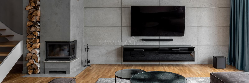 Tv pokój z cement ścianą zdjęcie royalty free