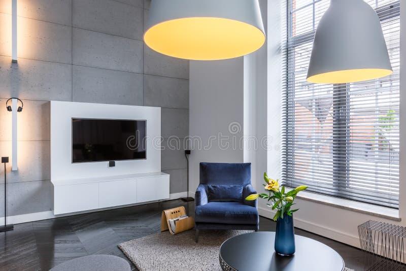 TV-ruimte met leunstoel royalty-vrije stock afbeeldingen