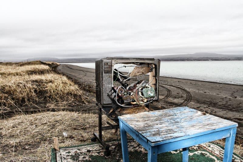TV y butaca con paisaje fotografía de archivo