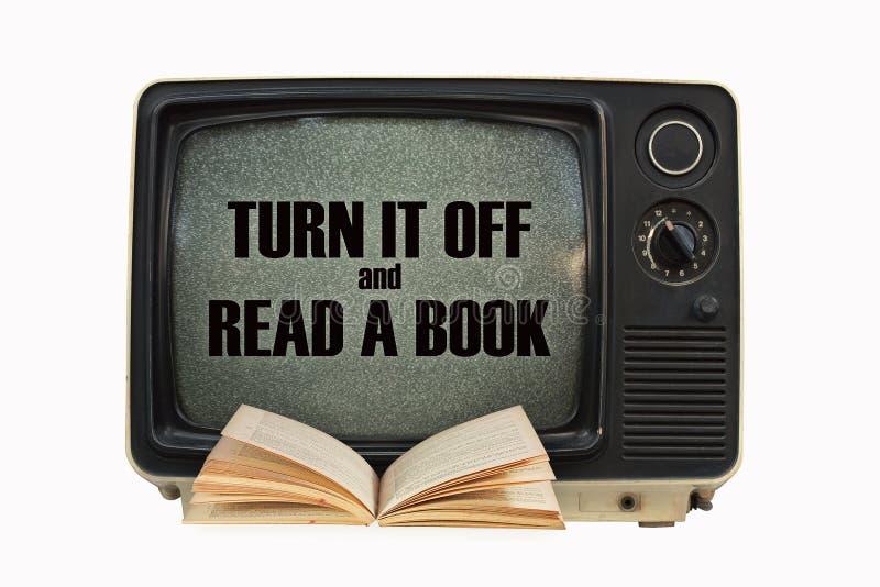 TV y un libro foto de archivo