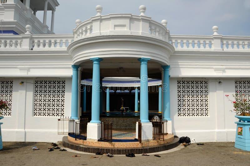 Tvagning av Sultan Ibrahim Jamek Mosque Moskén byggdes på 1927 och ställning nära munnen av den Muar floden på Mu fotografering för bildbyråer