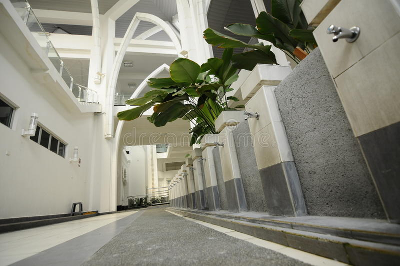 Tvagning av Sultan Ismail Airport Mosque - den Senai flygplatsen, Malaysia royaltyfri fotografi