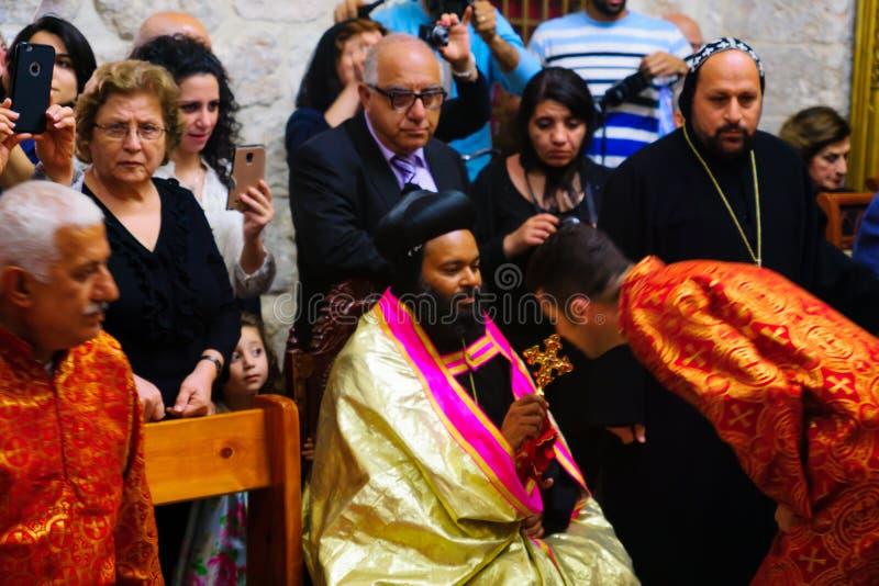 Tvagningen av fotceremonin, i den syrianska ortodoxSten markerar c royaltyfri bild