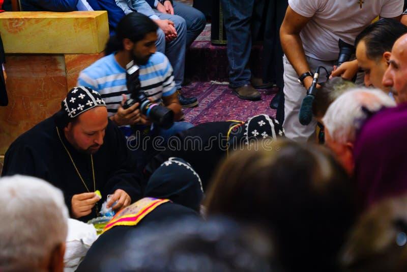 Tvagningen av fotceremonin, i den syrianska ortodoxSten markerar c fotografering för bildbyråer