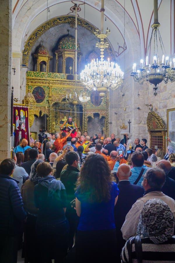 Tvagningen av fotceremonin, i den syrianska ortodoxSten markerar c royaltyfria bilder