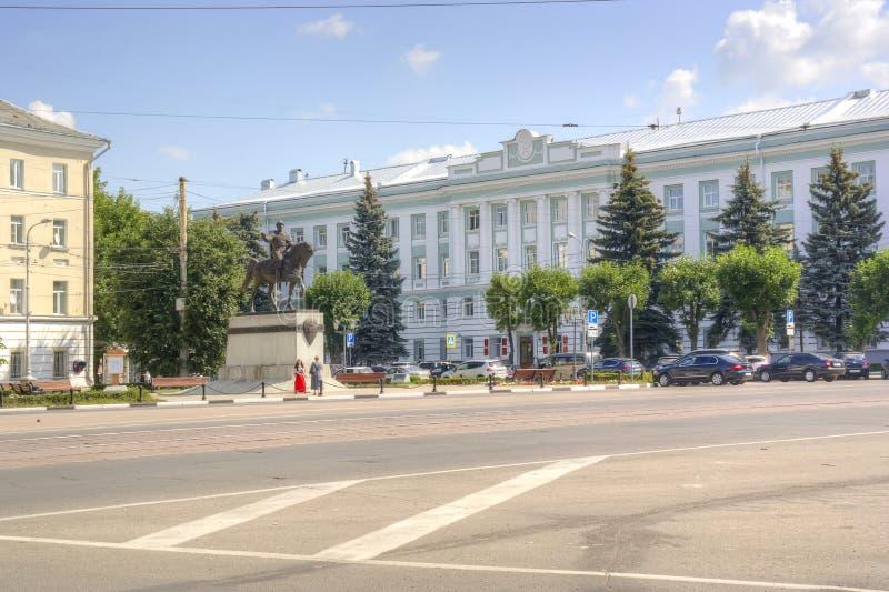 Tver Monument au prince à Mikhail de Tver et d'administrati image libre de droits