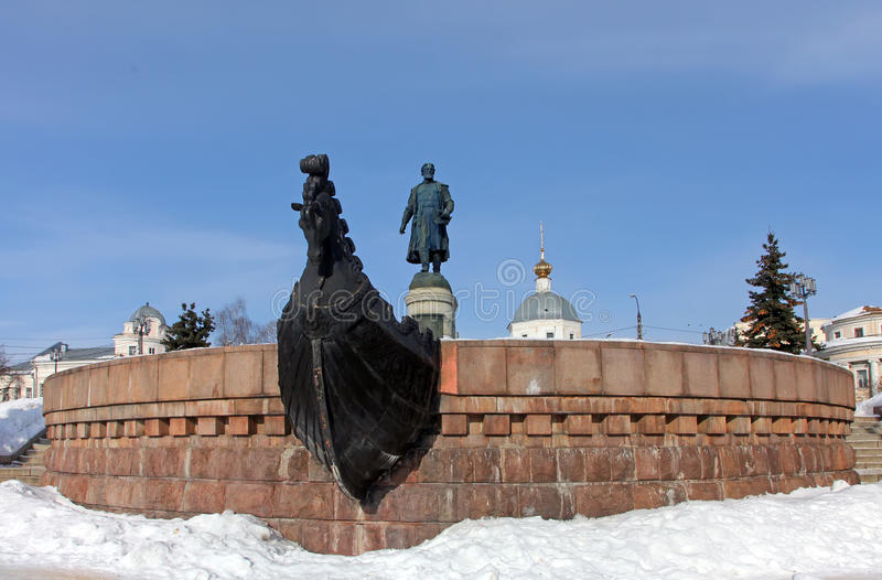 TVER, RÚSSIA - 22 de fevereiro: Monumento a Afanasy Nikitin - russ fotos de stock