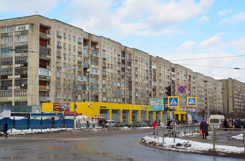 Tver, Russie - 27 février 2016 Rue de Tchaikovsky de vue au centre de la ville images stock