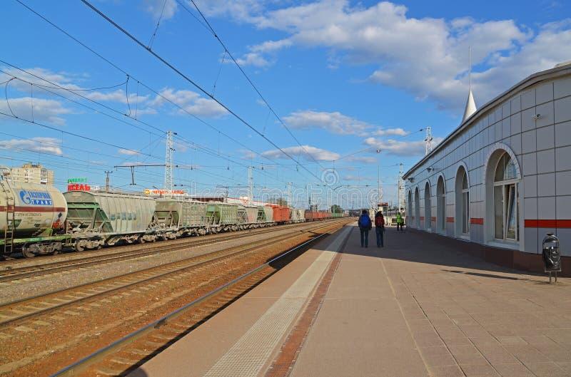 Tver Ryssland - kan 07 2017 Allmän sikt av järnvägsstationen arkivbild