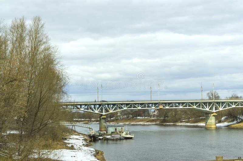 Tver stad Flod Tvertsa royaltyfria foton