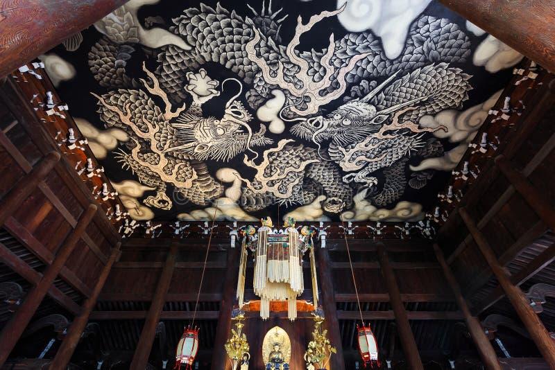 Tvilling- drakar Paintint på den Kenninji templet arkivfoton