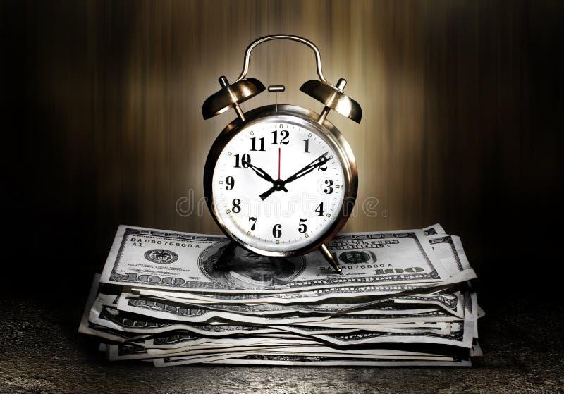 Tvilling- klockaklocka på pengar royaltyfria foton