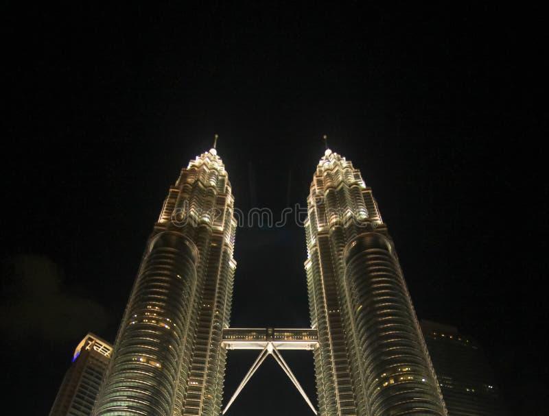 tvilling- Kuala Lumpur malaysia nattpetronas torn arkivbild