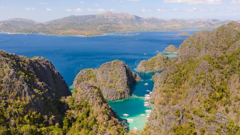 Tvilling- lagun i Coron, Palawan, Filippinerna Berg och hav arkivbild